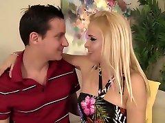stroru chinnes Cougar In xvideos bd6 Rides Cock