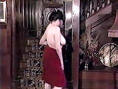 Κόκκινο φόρεμα, Μεγάλο στήθος-vintage Αγγλικά Τριχωτό στριπτίζ
