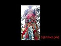 DESI BHABI SHOWING BOOBS AND xxx porn yuong OUTDOOR - DESIXNXX.ORG