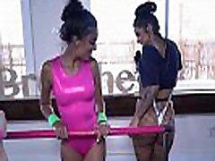 tüdrukud läksid hulluks-claire black tegeles oma asjadega balletiklassis, kui me sisse astusime .