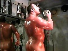 huge bodybuilder heath morin aka justin morinetti flexes