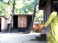 sexy xoxoxo virgine love hot bhabhi enjoying in bathroom mms