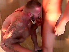 Muscle held his own girlfriend oral back saet and cumshot