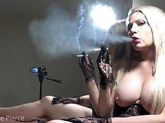 dvojni dim, fetiš, multi trample sit na kendra star oil massage 3, cigarete, blond, velike joške, zrcalne rokavice
