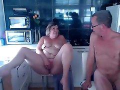 milf veľké prsia v kuchyni
