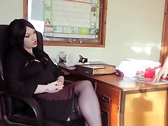 Secretary dunckey xnxx Milf Gives Pleasurable Blowjob