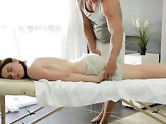 Grande melão russo ninfa receber uma massagem sensual