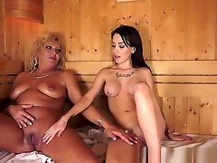 Mature Les Orally Satisfied By Teen Hottie