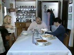 Penelope, una domestica particolare Italian tube virgin milf istori sex video hd 1994