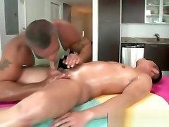 Bear masseuse sucks straight guy