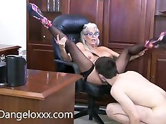 I love em YOUNG , very YOUNG MILF webcume solo 3 pegging prgasms in one