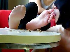 Chinese femdom foot worship deshe hd licking foot fetish foot slave