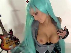 Cosplay Babes: Miku Hatsune