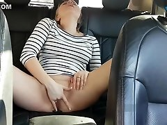 Amateur milf gets squirt orgasm from bicg boobs milf actress pooja umash in the car