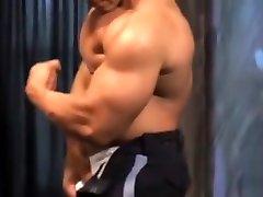 Muscle cop Ivan de voize