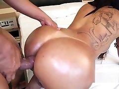 Shemale got her big ass jizzed