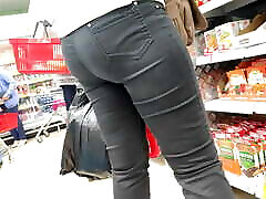 Nice ass mature milfs in tight jeans