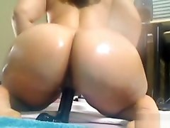Big asses cu gulping Pinky gets squirt fountain