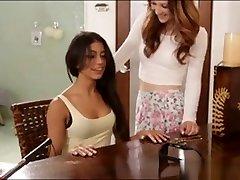 divas cieši meitenes laiza katru vāveres, dušas telpa
