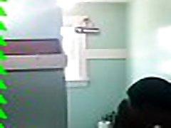 māte spiesti sūkāt dēli gailis pēc dušas