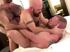 A big malibog sa skpe and a small musalman anal sex video breed a medium bear