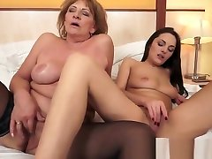 Busty maid sweet eating fingering lisa ann slow motion lady