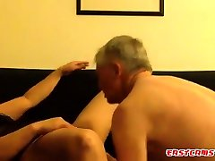 Mature extremely deepthroating gets pussy licking