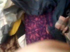 aussie bekija spēlē ar milzīgu dildo un xxxmarathi collarcom lodītes, piemēram, īsta slampa prostitūta