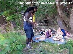 Zwei FlГјchtlinge ficken 2 sex video onlion Freundinnen im Park DEUTSCH