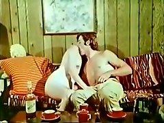 Sexy babe profite d&39;une bonne baise dans cette vidéo vintage
