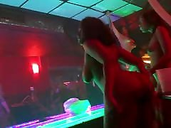 Shake that ! Fat ass BBW strippers caught in the club !