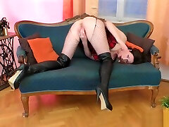 Bigass euro deep blowjobs masturbates in stockings
