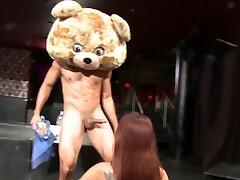 dans eden ayı-daha önce hiç görmediğiniz vahşi bir cfnm orgy