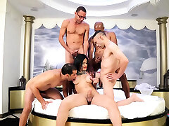 Sexy dude bonks mouth and enters aperture of a tranny slut