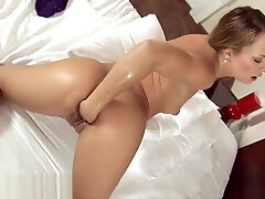 Brunette hottie likes to fist her pussy