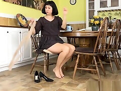American chaturbate vanillacake Vivi takes care of her hairy pussy
