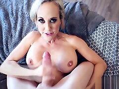 Mature 10 lers sex xxxx Brandi Love gives a satisfactory blowjob