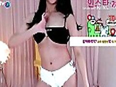 公众号【91公社】BJ韩国丰乳女主播白色超短裤热舞