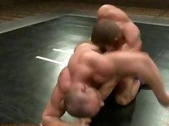 दो मांसपेशियों देवताओं से लड़ने के लिए यौन वर्चस्व अंत में