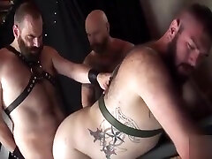 Leather very shot video threesome