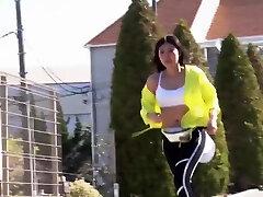 Fit busty salope malgache wearing sport bra jogging and shaking