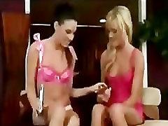 Dvi merginos sxe se su dildos