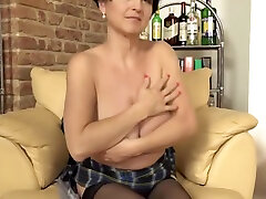 Mature 3some vibrator oral mom with super hot body and wet pussy