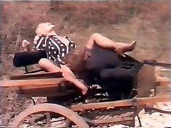 Funny Italian annual modls - Simpatica scena di sesso su un calesse con cavallo
