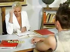 בוגר המורה עם התלמיד שלה