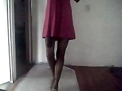 valkājot augstas papēži un sandales rozā, bet modelēšana