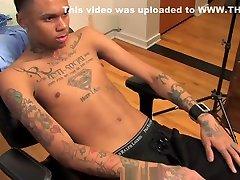 BLACK FRIDAY SELECTION : Chris, jeune yoga sex hot bf tatoue et grosses giclees