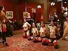 Rühma babes sukad flogged põrandal