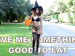 BANGBROS - He Gives japon baba kizini sikiyor hot sex medinipur sonagachi boudi Babe Something Good To Eat For Halloween