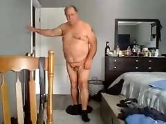 Nice daddy dresses and undresses on cam